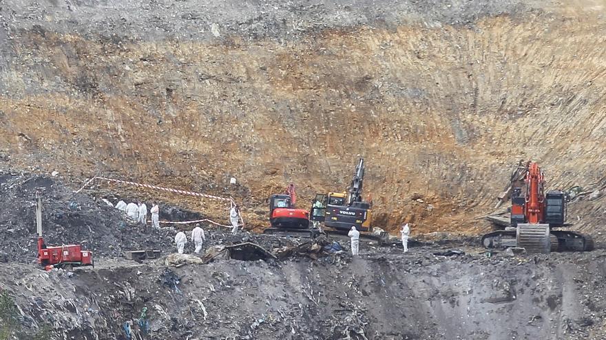 Se reanuda la búsqueda en el vertedero de Zaldibar tras hallar ayer una tibia