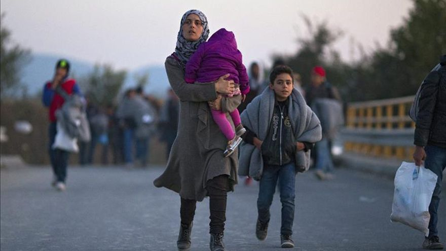 Tsipras pide a todos los estamentos unir fuerzas en la crisis de los refugiados