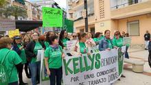 Las kellys en una manifestación en Benidorm.