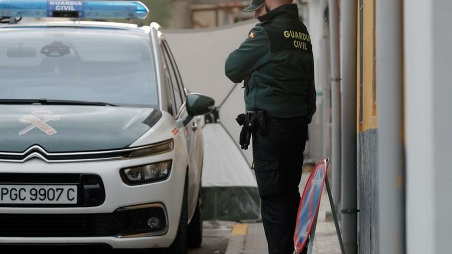 Agents de la Guàrdia Civil durant un escorcoll per la desaparició de Marta Calvo.