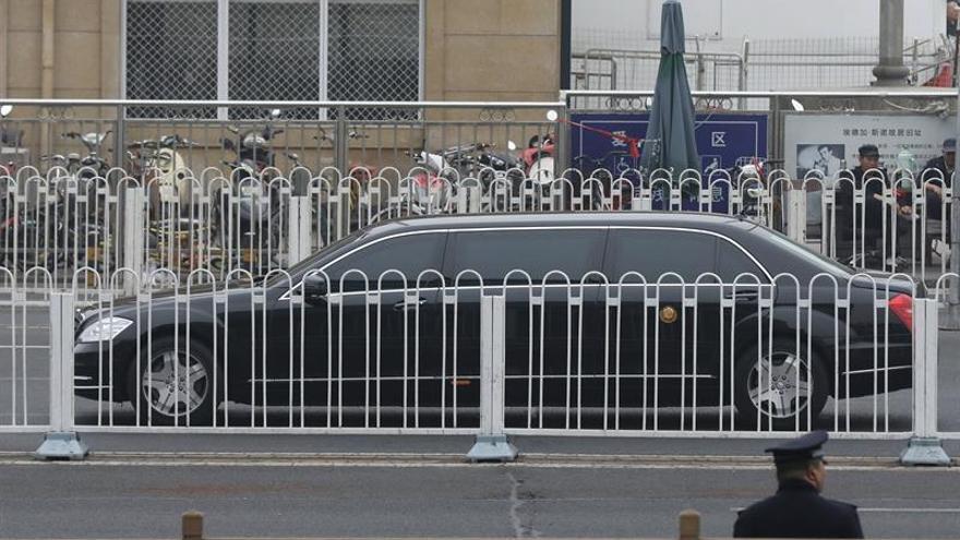 Limusina en la que se cree que viajaba un miembro de la delegación de Corea del Norte, en Pekín, el 27 de marzo.