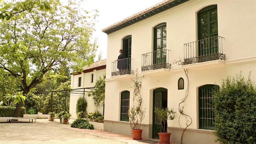 Laura García Lorca en la casa familiar en Granada.   BONES OF CONTENTION