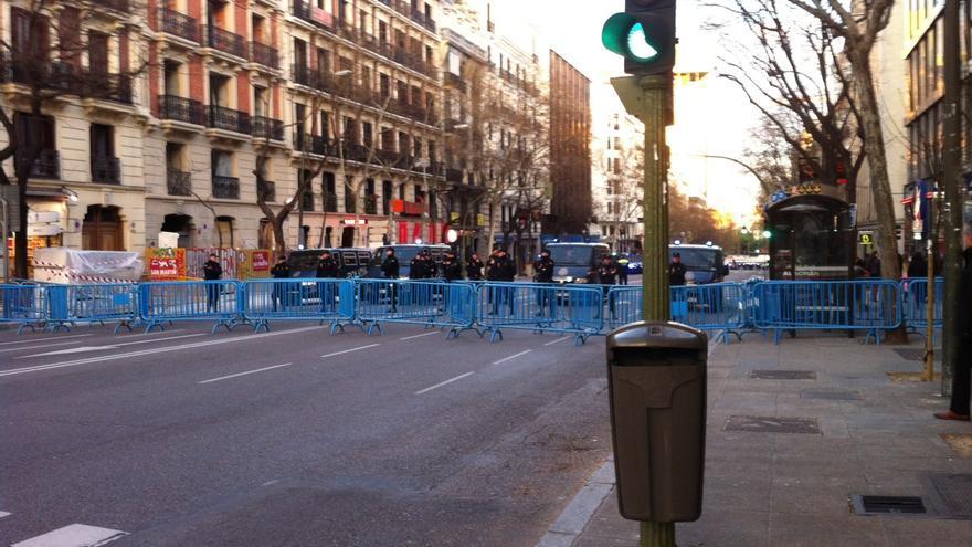 La calle Génova, cortada por la Policía / H.J.