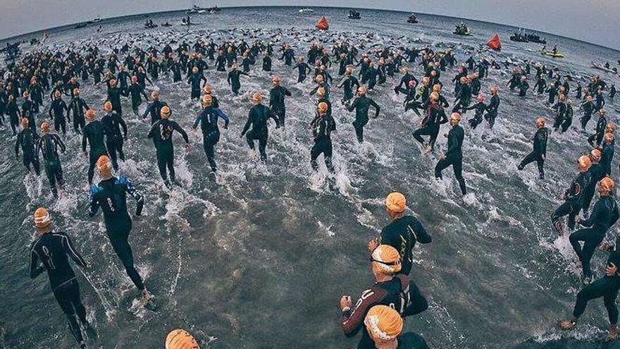 Los participantes de esta singular prueba deberán afrontar 3,8 kilómetros de natación en mar abierto, otros 180,2 de bicicleta y una maratón a pie de 42,2
