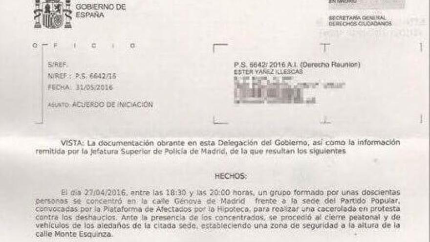 Denuncia a la periodista Esther Yáñez