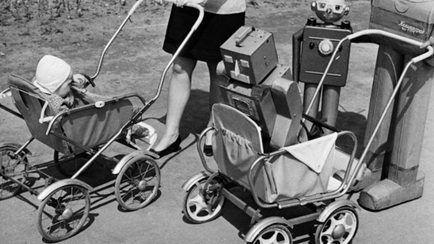 Un robot soviético en un carrito, en el Moscú de los años 50 (Imagen: Ria Novosti)