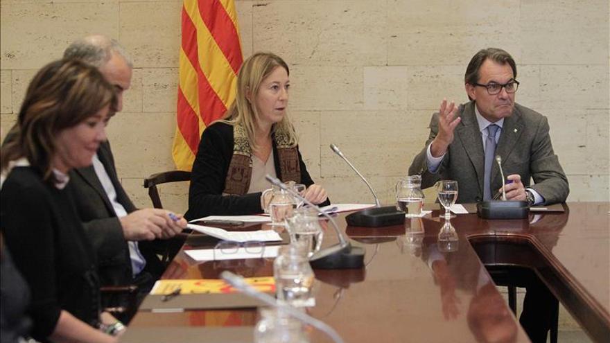 """Sondeo refleja que la mayoría de catalanes no quieren """"desconectar"""" de España"""