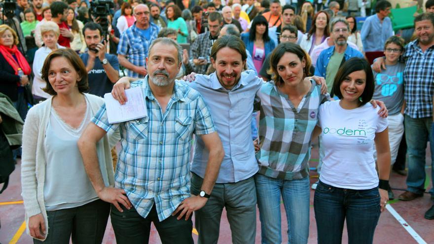 La valenciana Sandra Mínguez (a la derecha) junto a otros miembros de Podemos