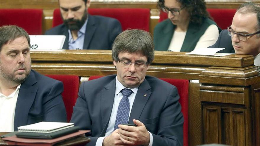 Puigdemont convoca la cumbre por referéndum el 23 de diciembre en el Parlament