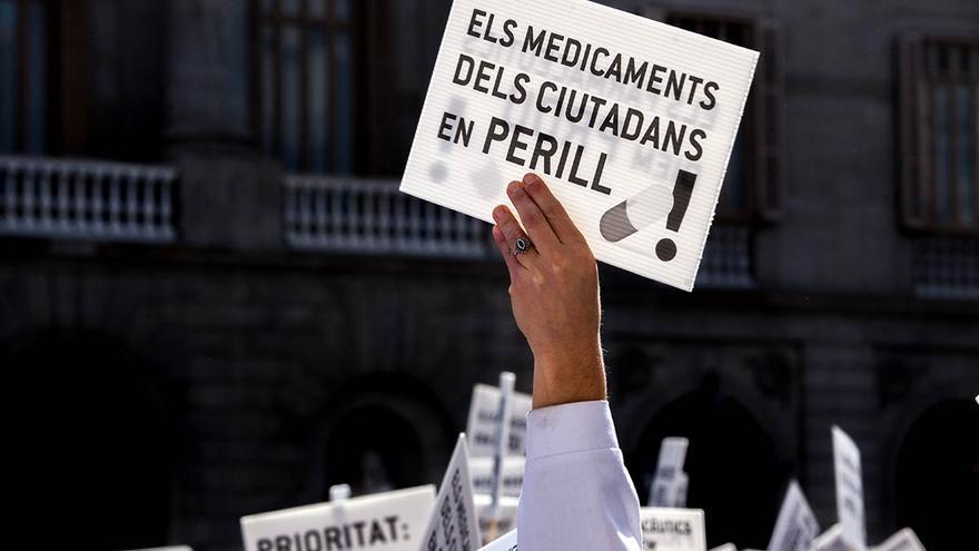 Una pancarta de la manifestación de los farmacéuticos en Barcelona