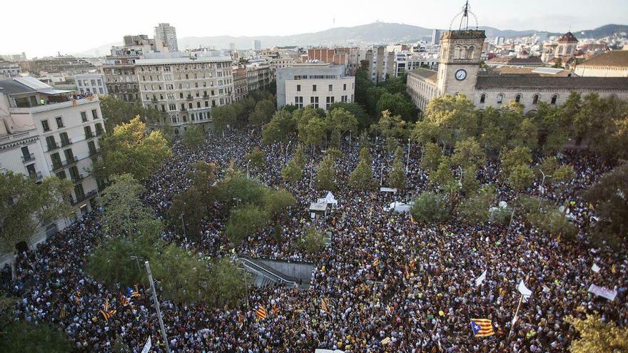 La plaza Universitat en el inicio de la manifestación contra las agresiones policiales | ROBERT BONET