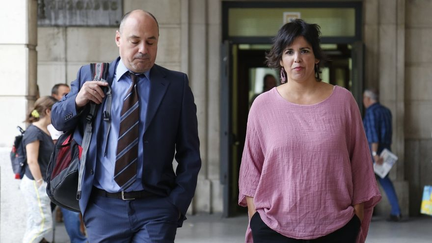 """Teresa Rodríguez ve """"significativo"""" que Muñoz Medina use """"la puerta de atrás"""" y avisa de acceso """"reservado"""""""