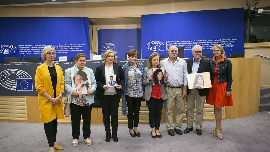Las familias de 'La libertad es su derecho' en el Parlamento Europeo