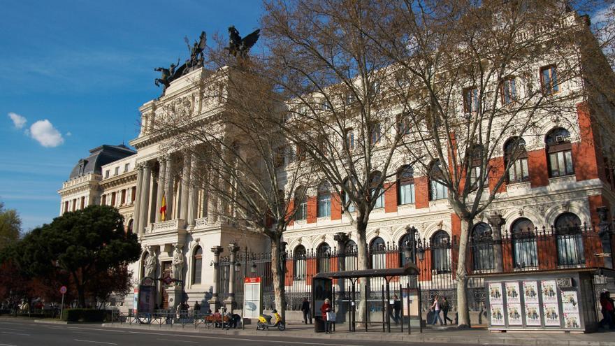 El Gobierno gastó 1,3 millones en 2012 para obras y mobiliario en los ministerios de Cañete y Mato