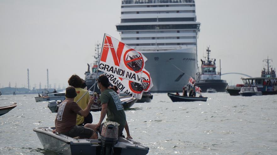 Italia prohíbe desde agosto el paso de grandes barcos frente a Venecia
