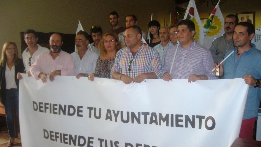 Alcaldes y concejales de IULV-CA inician un encierro de 24 horas en la Diputación contra la Reforma Local