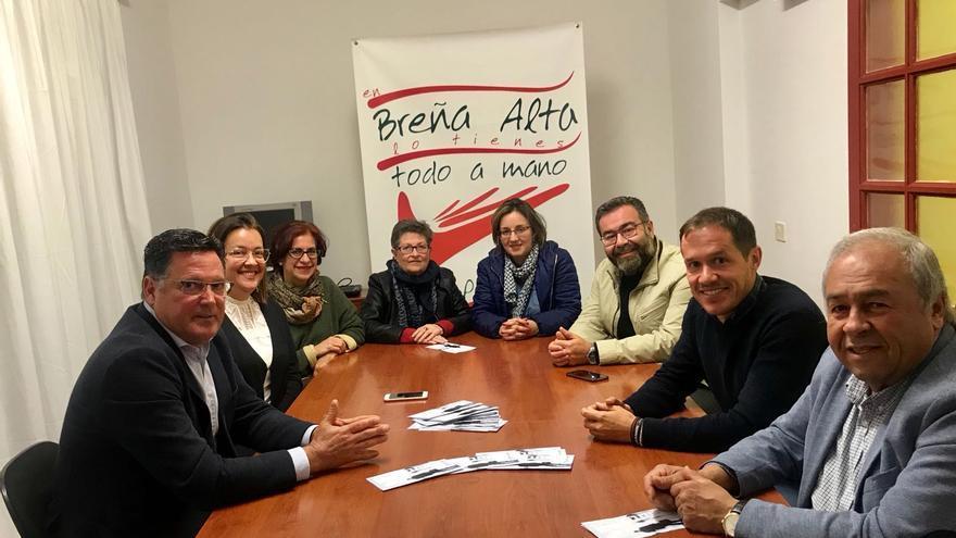 Los representantes del PP con la directiva de Pymesbalta.