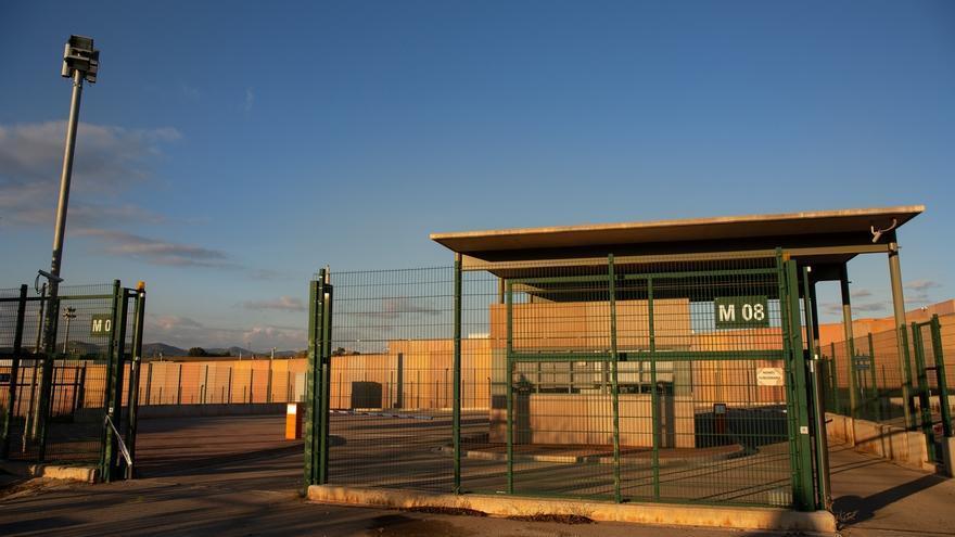 Los siete dirigentes encarcelados en Lledoners invitan a Arrimadas y Albiol a visitarles