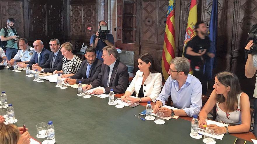 El president Ximo Puig preside la reunión en materia de seguridad vial convocada tras los últimos accidentes mortales en los que se han visto implicados varios ciclistas