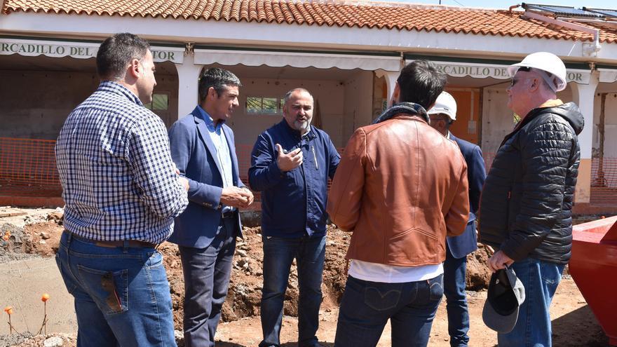 Visita realizada este martes por el consejero de Agricultura al recinto, acompañado del alcalde de El Rosario, Escolástico Gil