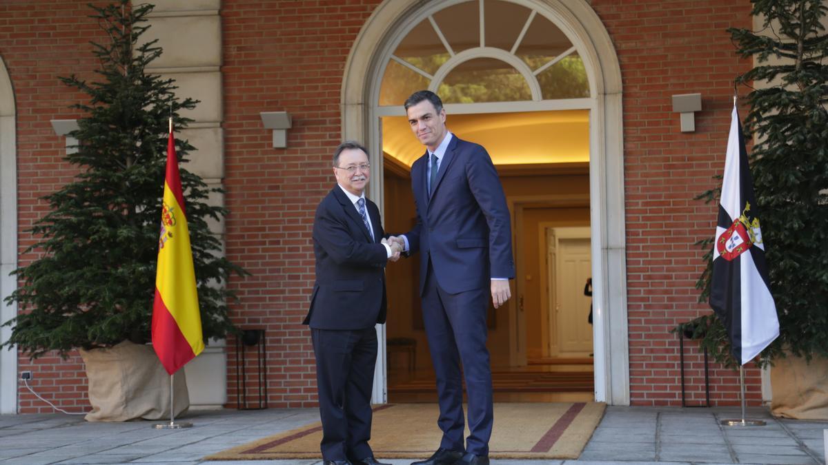Archivo - Pedro Sánchez, en su última reunión en Moncloa con el presidente de Ceuta, Juan Jesús Vivas