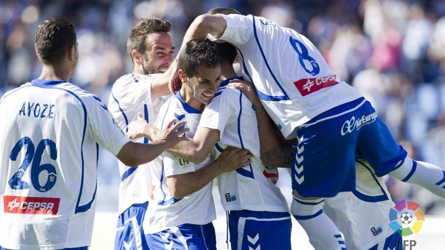 Los jugadores del Tenerife celebran un gol. LFP