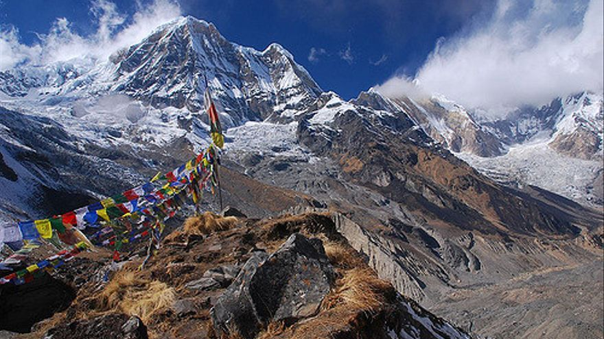 Banderas de plegaria tibetanas en las inmediaciones del Annapurna. Vera & Jean-Christophe.