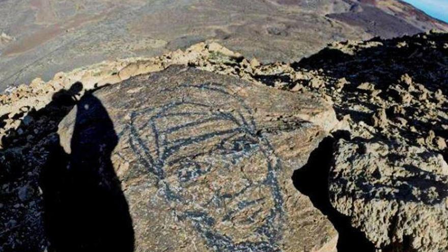 Dibujo realizado sobre una piedra en la zona de cumbre del Guajara, en pleno parque nacional del Teide