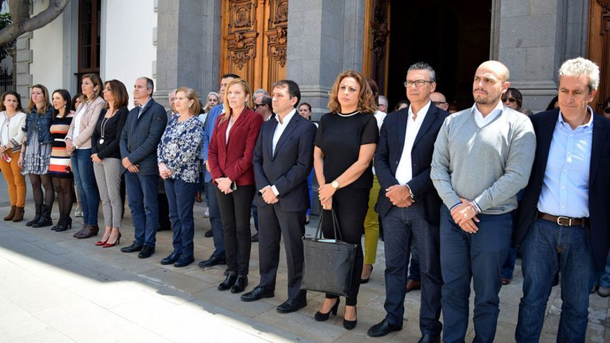 Minuto de silencio por la mujer asesinada en la capital tinerfeña / Ayuntamiento de Santa Cruz de Tenerife