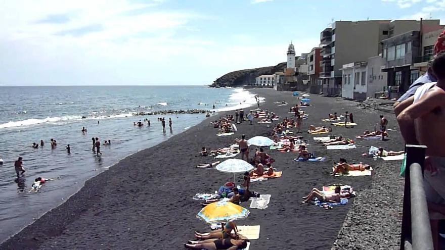 Imagen de archivo de una playa de Candelaria, en Tenerife