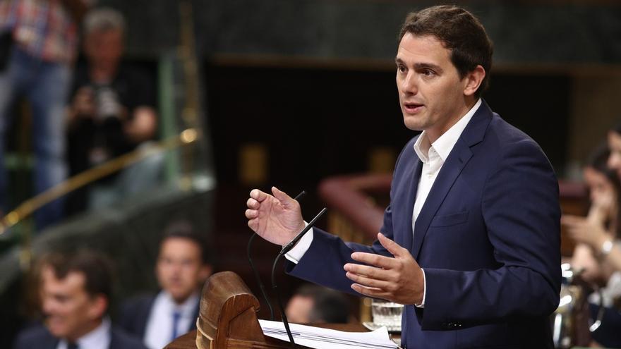 """Rivera critica que Podemos """"siempre"""" dé un """"balón de oxígeno"""" a los separatistas catalanes cuando están """"a la baja"""""""