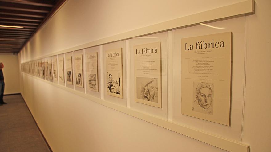 En la imagen, portadas de la revista 'La Fábrica'. Foto: JOSÉ AYUT.