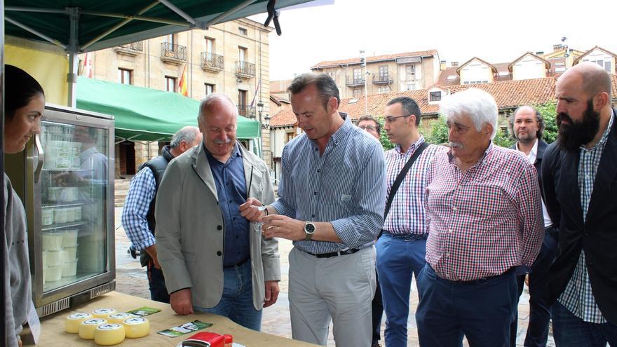Blanco asiste en Reinosa al XVI Mercado Campurriano