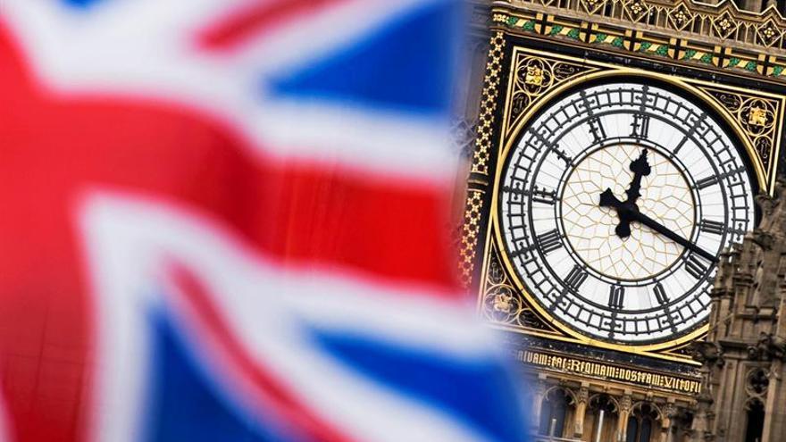 """Tres ministros británicos aseguran que el Parlamento evitará un """"brexit"""" duro"""