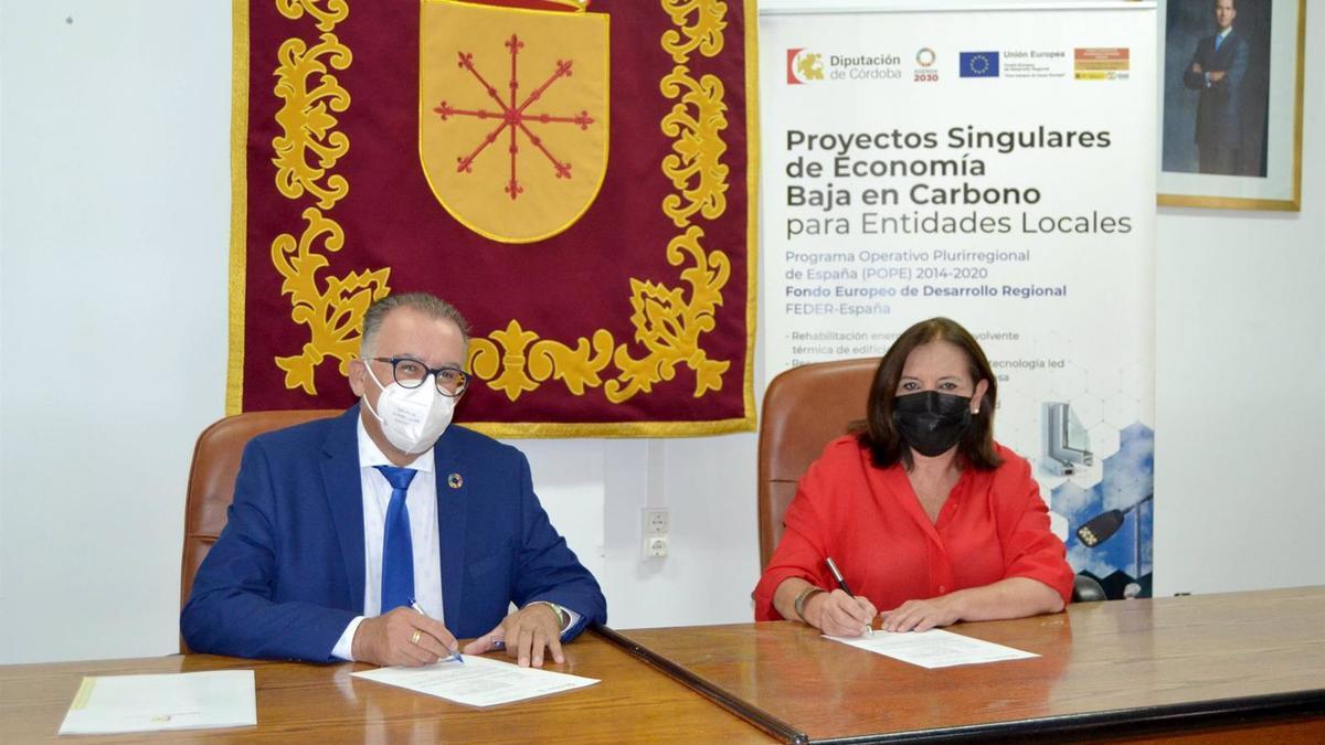 El delegado de Cohesión Territorial de la Diputación de Córdoba, Juan Díaz, y la alcaldesa de Cardeña, Catalina Barragán.