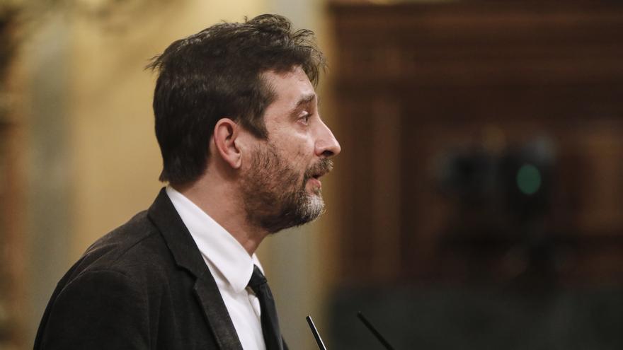 El diputado de Unidas Podemos Rafa Mayoral durante su intervención en una sesión plenaria en el Congreso de los Diputados