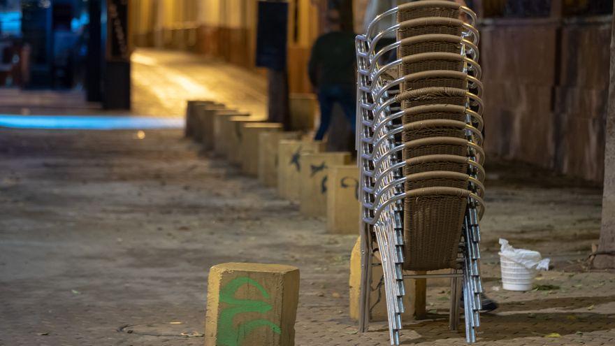 Los alcaldes de Cádiz, Huelva y Málaga piden retrasar a las doce de la noche el cierre de bares y restaurantes