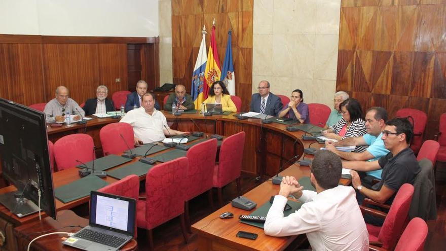 En la imagen, reunión del Consejo Económico y Social de La Palma celebrado recientemente en el salón de plenos del Cabildo.