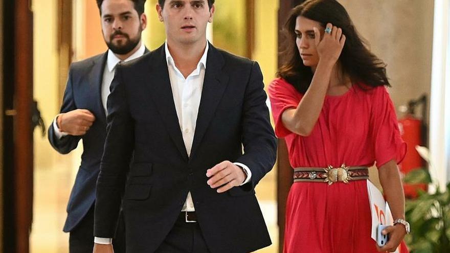 Comienza la reunión de Casado y Rivera para una posible abstención conjunta