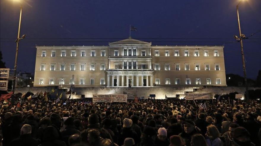 """El Eurogrupo y Grecia no llegan a """"conclusiones comunes"""" y seguirán el lunes"""