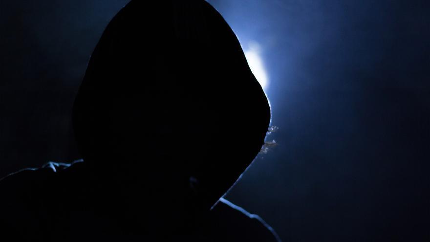 Sudadera y oscuridad: un 'must' para representar a los 'hackers' (Imagen: Pixabay)