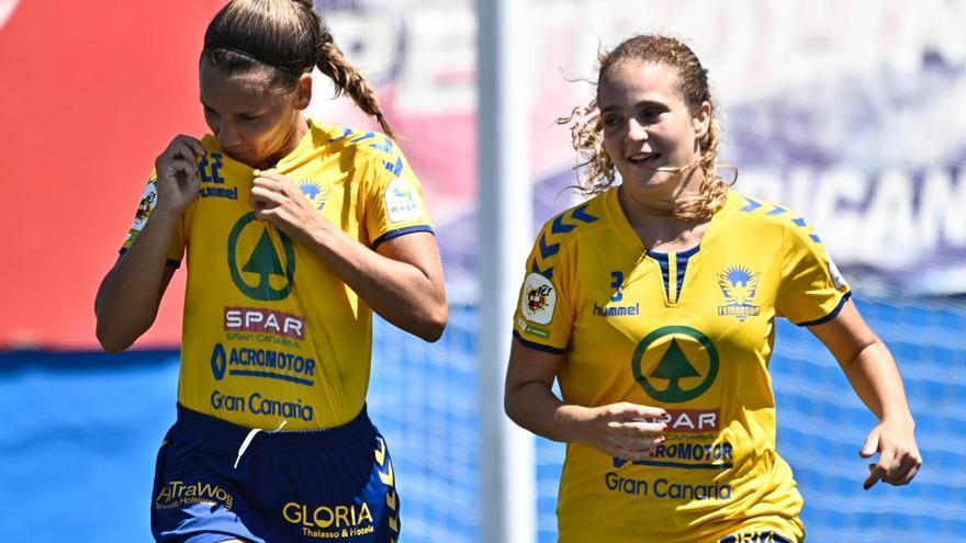 Las jugadoras de Mogán celebran uno de los goles logrados en La Salud