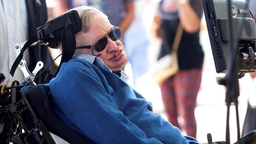 Detienen en Tenerife a la acosadora de Hawking que amenazó con atentar contra él