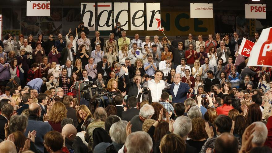 Pedro Sánchez junto a Ángel Gabilondo y Antonio Miguel Carmona / Foto: Inma Mesa (PSOE)