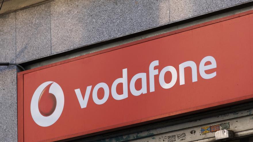 Vodafone ofrece 32 días por año trabajado con hasta 20 mensualidades a los afectados por el ERE