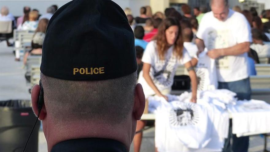 Licenciado al policía que disparó a un terapeuta negro desarmado en Miami