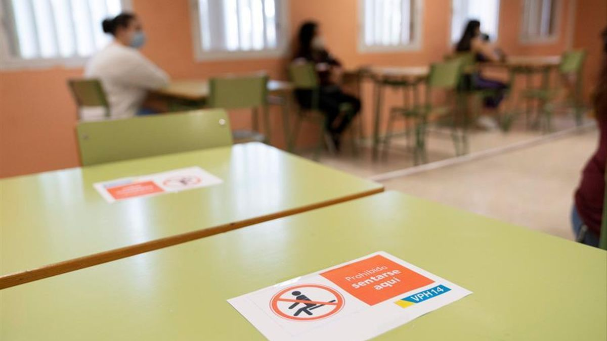 Centro educativo de Canarias abierto en junio para clases de refuerzo.
