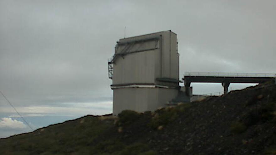 El frío en el entorno del observatorio de El Roque, este martes, es intenso. En la imagen, el Telescopio Nacional Galileo. Foto: webcam TGN.