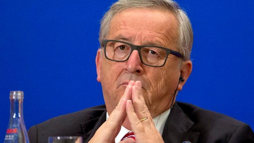 """Juncker dice que no negociará de forma """"hostil"""" la salida del Reino Unido"""