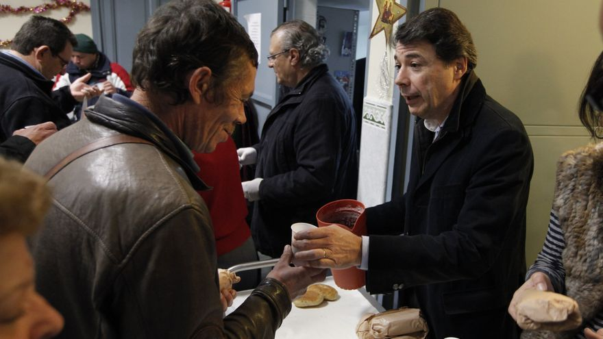 Ignacio González durante su visita a un comedor social de la Comunidad de Madrid. /madrid.org